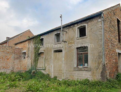 HANNUT (Vendu) Bâtiment rural à rénover sis sur un terrain de près de 11 ares orienté Ouest