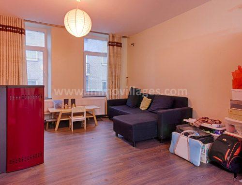 A louer à GEMBLOUX : Au centre de GEMBLOUX, appartement triplex comprenant 3 chambres ….