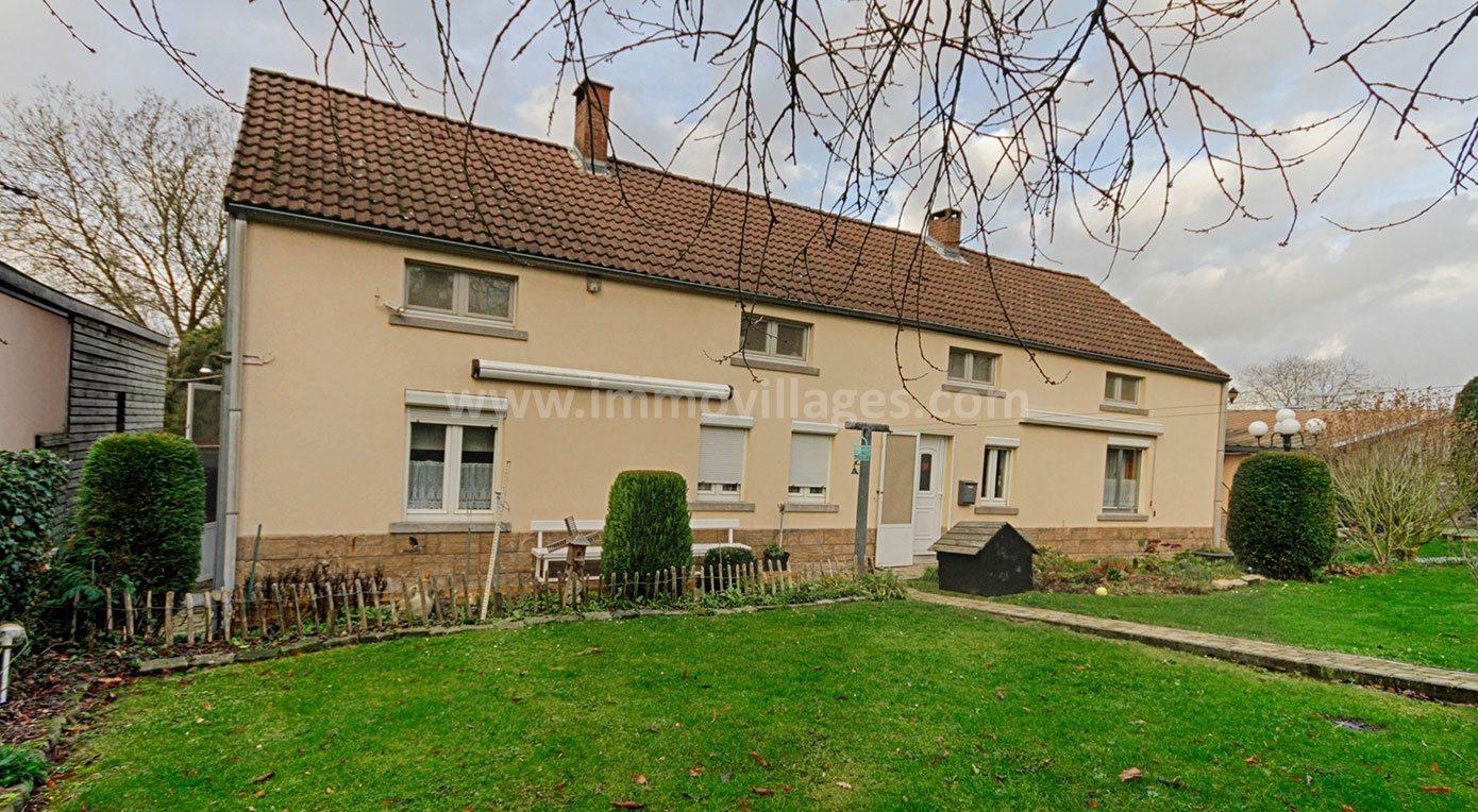 A vendre à GEMBLOUX : Agréable maison villageoise située au bout d'une rue en «cul de sac»…