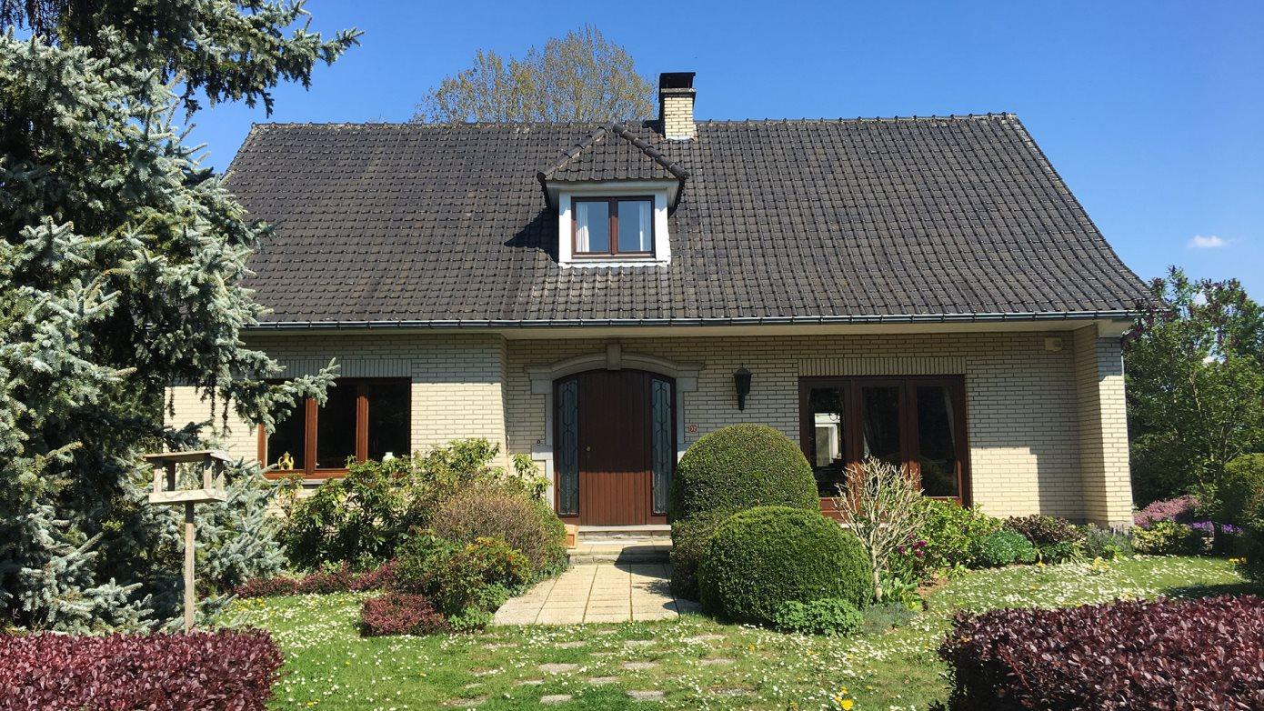 à GEMBLOUX : Excellente villa 4F sur plus de 18 ares de terrain