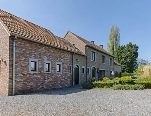 A vendre à GEMBLOUX : Double villa sur plus de 39 ares de terrain ….